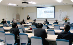 Muroran Institute of Technology has started new businesses in collaboration with local companies.